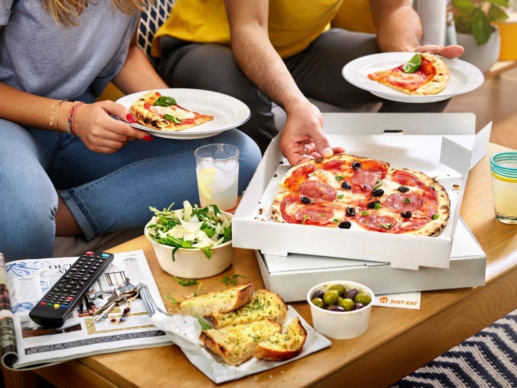 pizza delivery cartone amici televisione tv